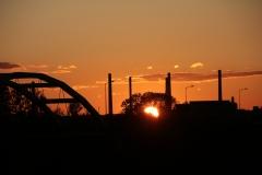 Most nad kanałem Ulga. wjazd do Raciborza. Zachód słońca.